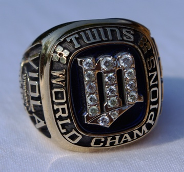 1987 Frank Viola World Series ring front view 2