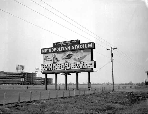 Met stadium sign