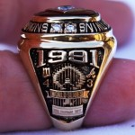 1991 World Series ring - side view
