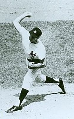 Rocky Colavito pitching