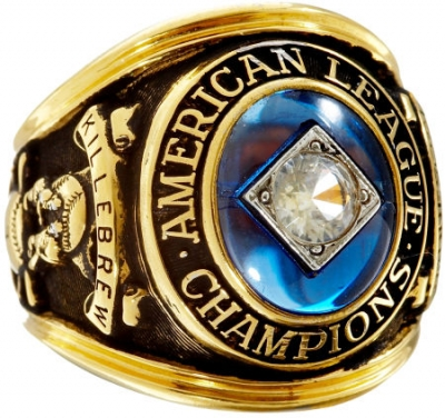 The Twins have to be satisfied with this AL Championship ring instead of a World Series championship ring.
